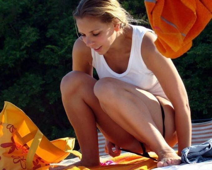 【ビッチあるある】ビーチで大胆に着替える女は絶対ヤリマン説wwwwwwwwwwwwwwwwwwwwww(画像あり)・22枚目