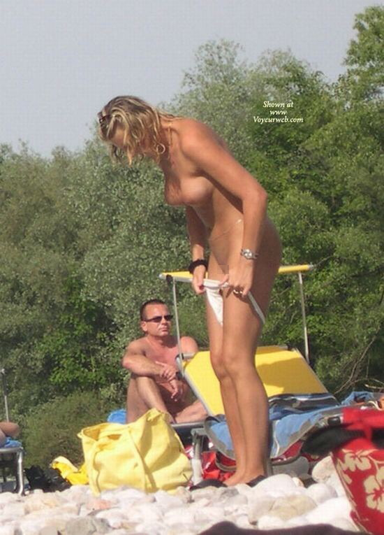 【ビッチあるある】ビーチで大胆に着替える女は絶対ヤリマン説wwwwwwwwwwwwwwwwwwwwww(画像あり)・23枚目
