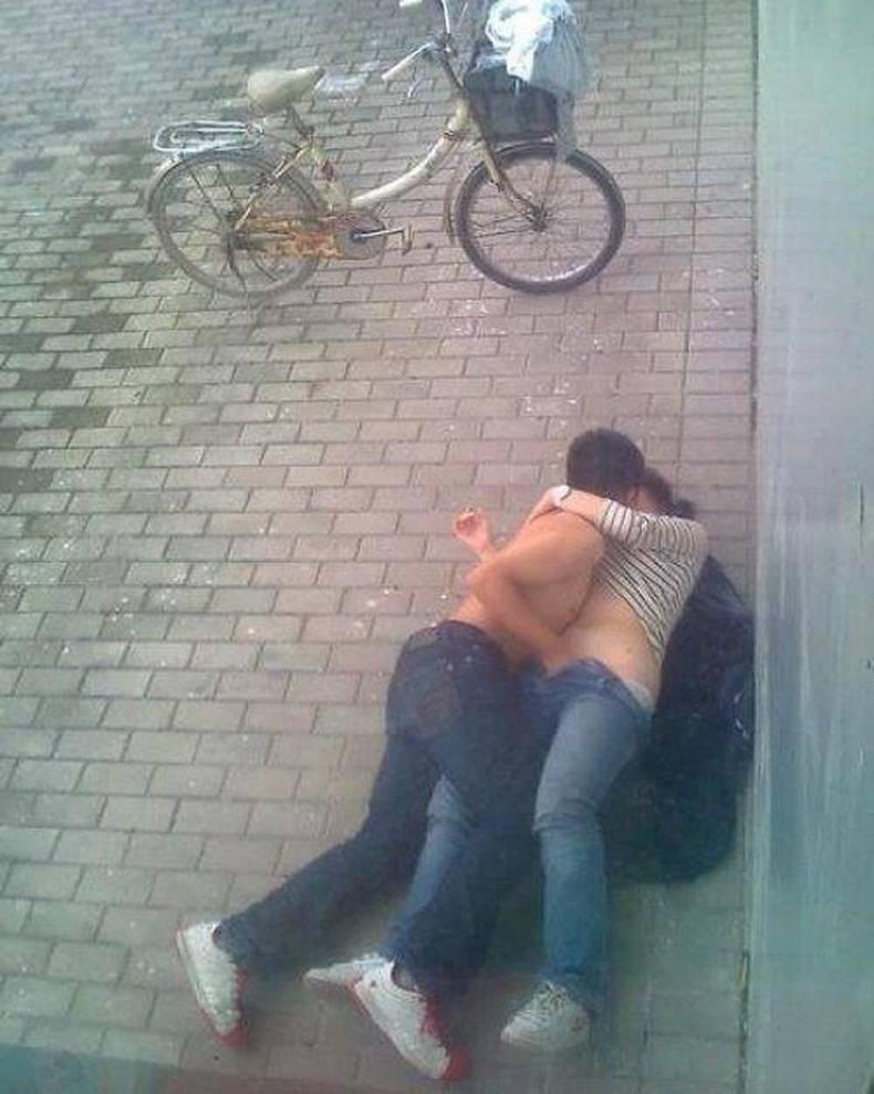 【盗撮】街で盛るバカップル。これができる外国人のメンタル凄すぎワロタ・・・(画像あり)・29枚目