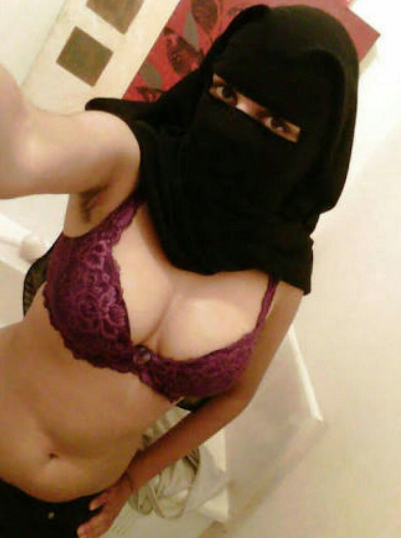 【朗報】イスラム・アラブ系のまんさん、黒チャドルの下は裸だったという衝撃の事実wwwwwwwwwwwww(画像あり)・4枚目