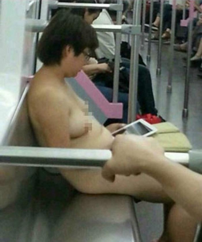 【驚愕】裸で街を徘徊する露出狂まんさん、意外なところで見つかるwwwwwwwwwwwwww(画像あり)・6枚目