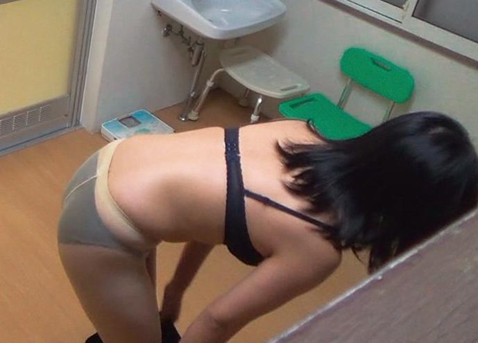 【衝撃】家の脱衣所にカメラを仕掛けた結果wwwwwwwwwwwwwwwwwwwwwwwwwwww(画像あり)・6枚目