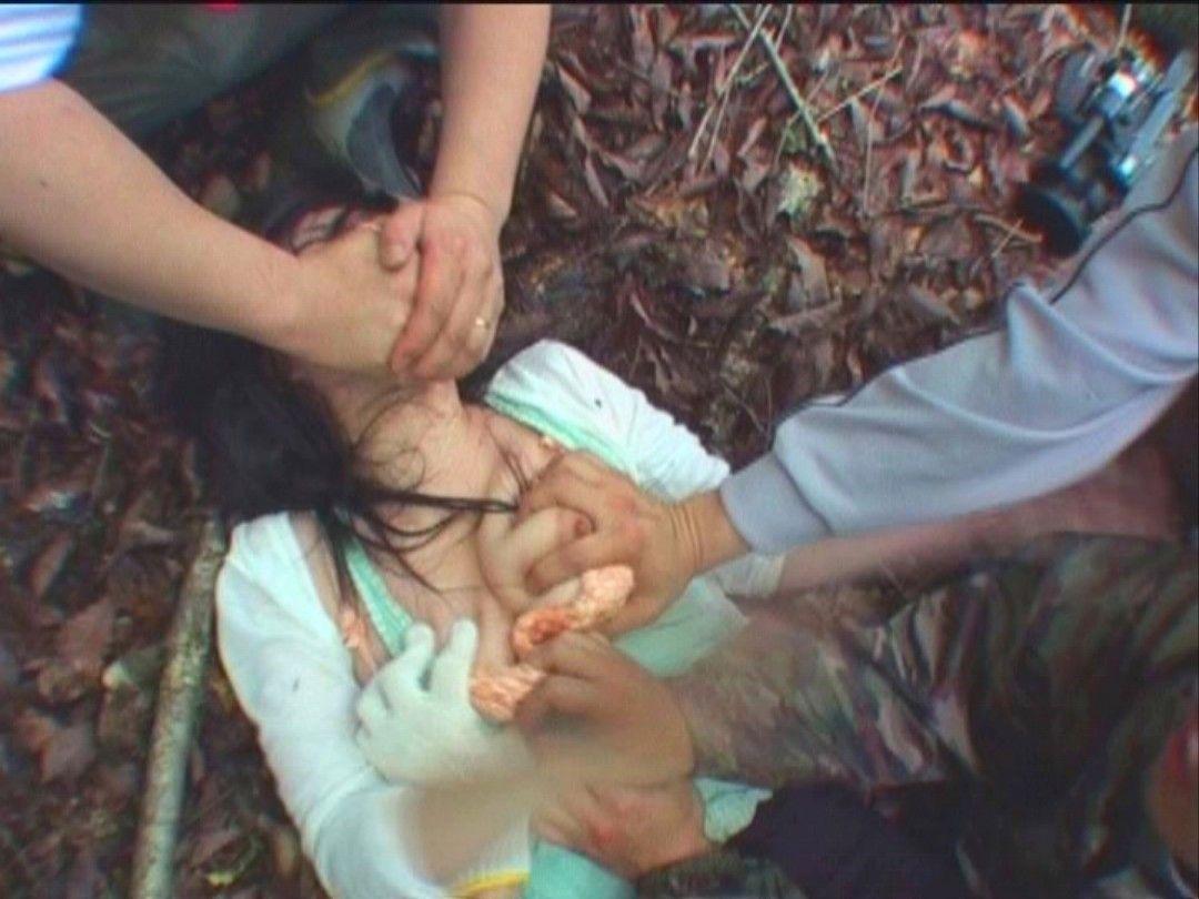 【画像】ホンモノが混ざってそうな輪姦画像貼ってく・・・怖すぎて引いた。。。・10枚目