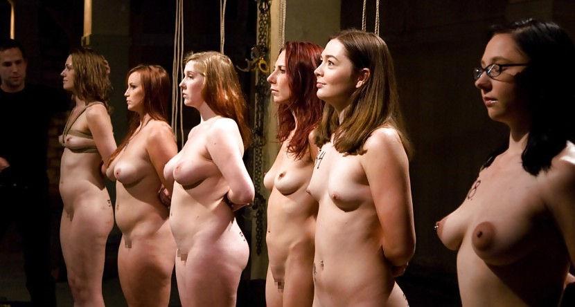 【閲覧注意】裏で売買取引されている世界のメス奴隷達をご覧下さい。。。(画像あり)・21枚目