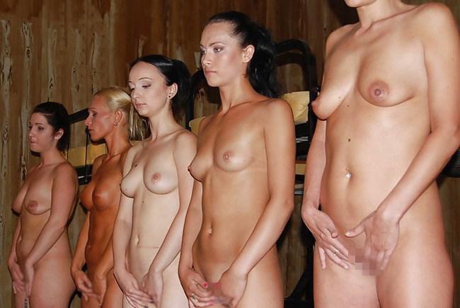 【閲覧注意】裏で売買取引されている世界のメス奴隷達をご覧下さい。。。(画像あり)・22枚目