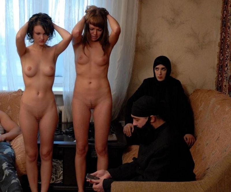 【閲覧注意】裏で売買取引されている世界のメス奴隷達をご覧下さい。。。(画像あり)・24枚目