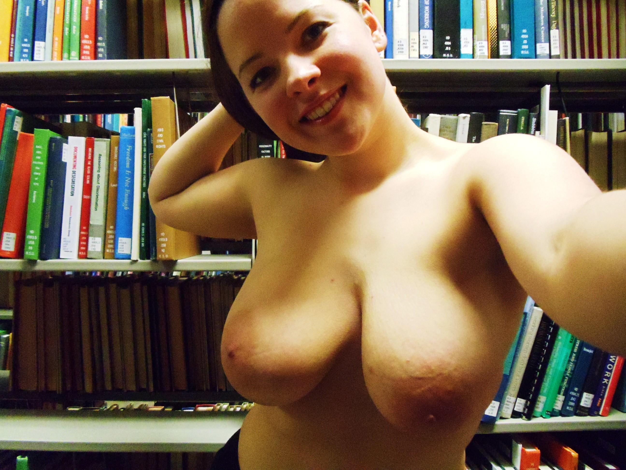 【朗報】図書館で露出ネキ、続出中wwwwwwwwwwwwwwwwwwwwwwwwwwwwwwwwww(画像あり)・25枚目