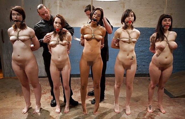 【閲覧注意】裏で売買取引されている世界のメス奴隷達をご覧下さい。。。(画像あり)・25枚目