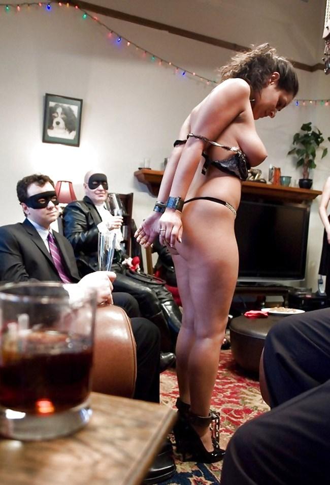 【閲覧注意】裏で売買取引されている世界のメス奴隷達をご覧下さい。。。(画像あり)・28枚目