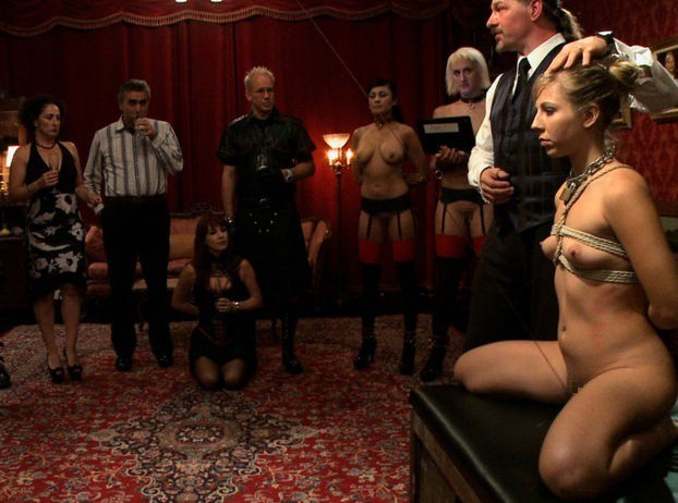 【閲覧注意】裏で売買取引されている世界のメス奴隷達をご覧下さい。。。(画像あり)・29枚目