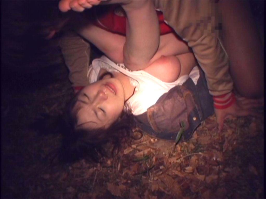 【画像】ホンモノが混ざってそうな輪姦画像貼ってく・・・怖すぎて引いた。。。・7枚目