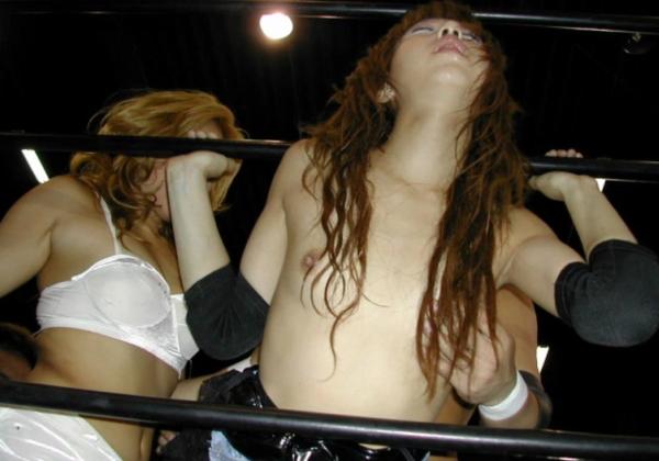 【闇団体】女子プロレス界の「脱がしたら勝ち」っていう昨今の風潮wwwwwwwwwwwwwwwwwwwwwwwwwww(画像あり)