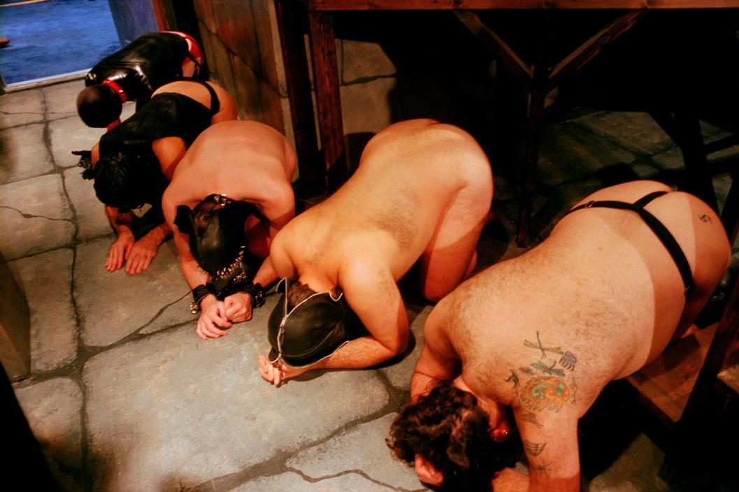 【ガチ胸糞注意】「性奴隷」として競売にかけられる女たちの光景マジでキツ杉・・・(画像あり)・11枚目