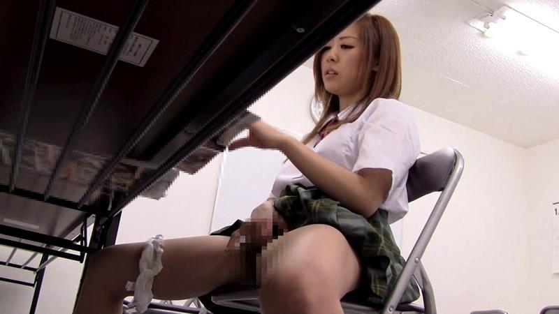 【悲報】妹の部屋を覗いた結果wwwwwwwwwww エロ本片手にこの体勢だったんだけどどうしたのコレwwwwwwwww(画像あり)・12枚目