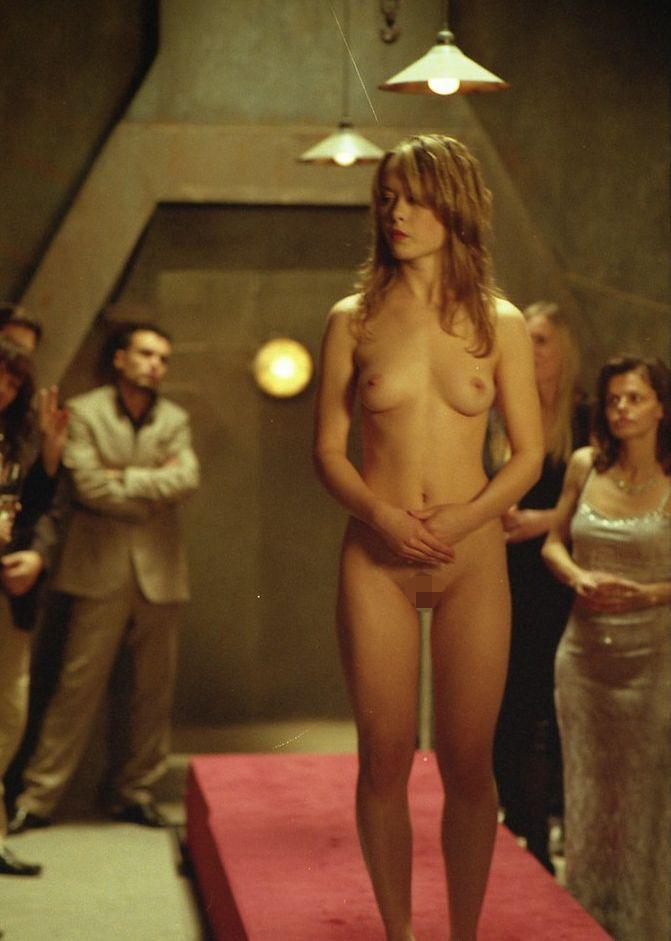 【ガチ胸糞注意】「性奴隷」として競売にかけられる女たちの光景マジでキツ杉・・・(画像あり)・21枚目