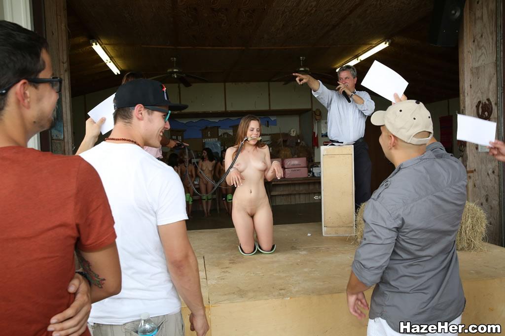 【ガチ胸糞注意】「性奴隷」として競売にかけられる女たちの光景マジでキツ杉・・・(画像あり)・22枚目