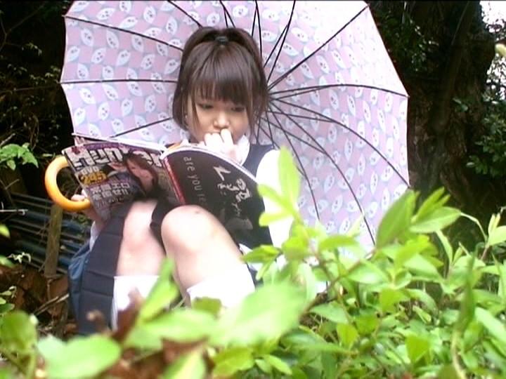 【悲報】妹の部屋を覗いた結果wwwwwwwwwww エロ本片手にこの体勢だったんだけどどうしたのコレwwwwwwwww(画像あり)・5枚目