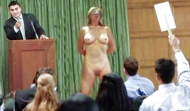 【ガチ胸糞注意】「性奴隷」として競売にかけられる女たちの光景マジでキツ杉・・・(画像あり)・7枚目