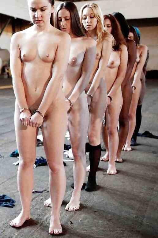 【ガチ胸糞注意】「性奴隷」として競売にかけられる女たちの光景マジでキツ杉・・・(画像あり)・8枚目