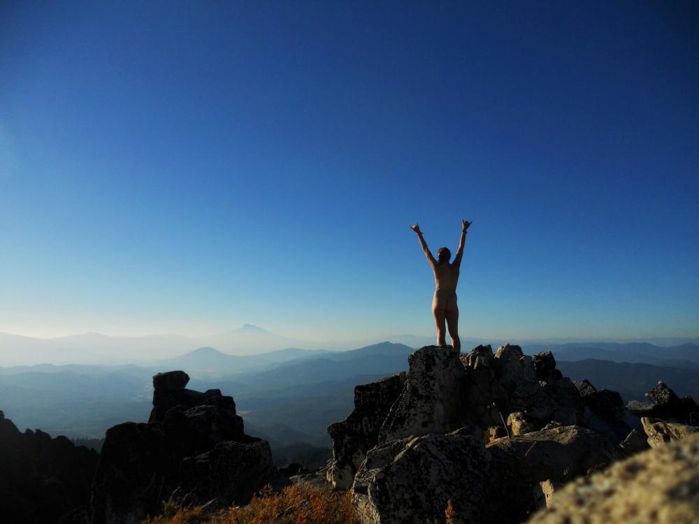 【衝撃】登 山 で 山 頂 に 着 い た ら と ん で も な い モ ノ に 遭 遇 し た。。。(画像あり)・8枚目