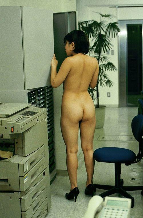 【やりすぎ注意】上司「明日からクールビズで!」女性社員「はーい!」→とんでもない事にwwwwwwwwwwww(画像あり)・3枚目