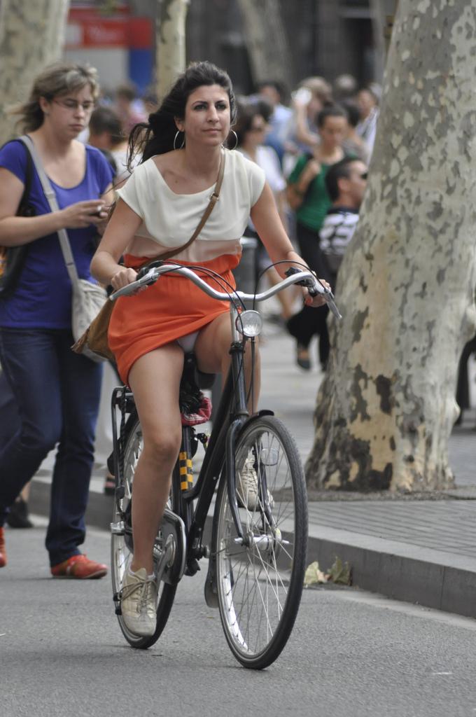 ミニスカ自転車まんさん、、きちんと心の準備をしていた。(画像)・1枚目