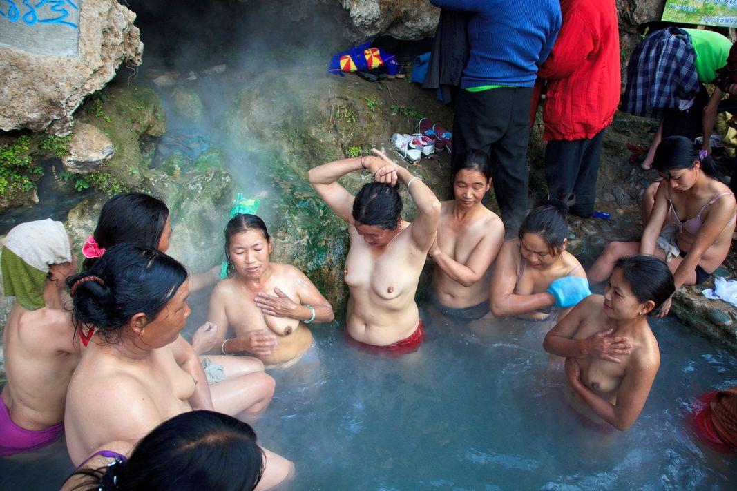 【異文化】恥じらいを知らない人種、中国人の混浴温泉が割と天国だった件wwwwwwwwwwwwwwwwwwwwww(画像あり)・1枚目