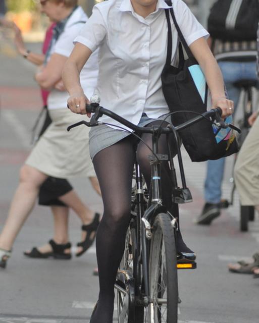 ミニスカ自転車まんさん、、きちんと心の準備をしていた。(画像)・13枚目