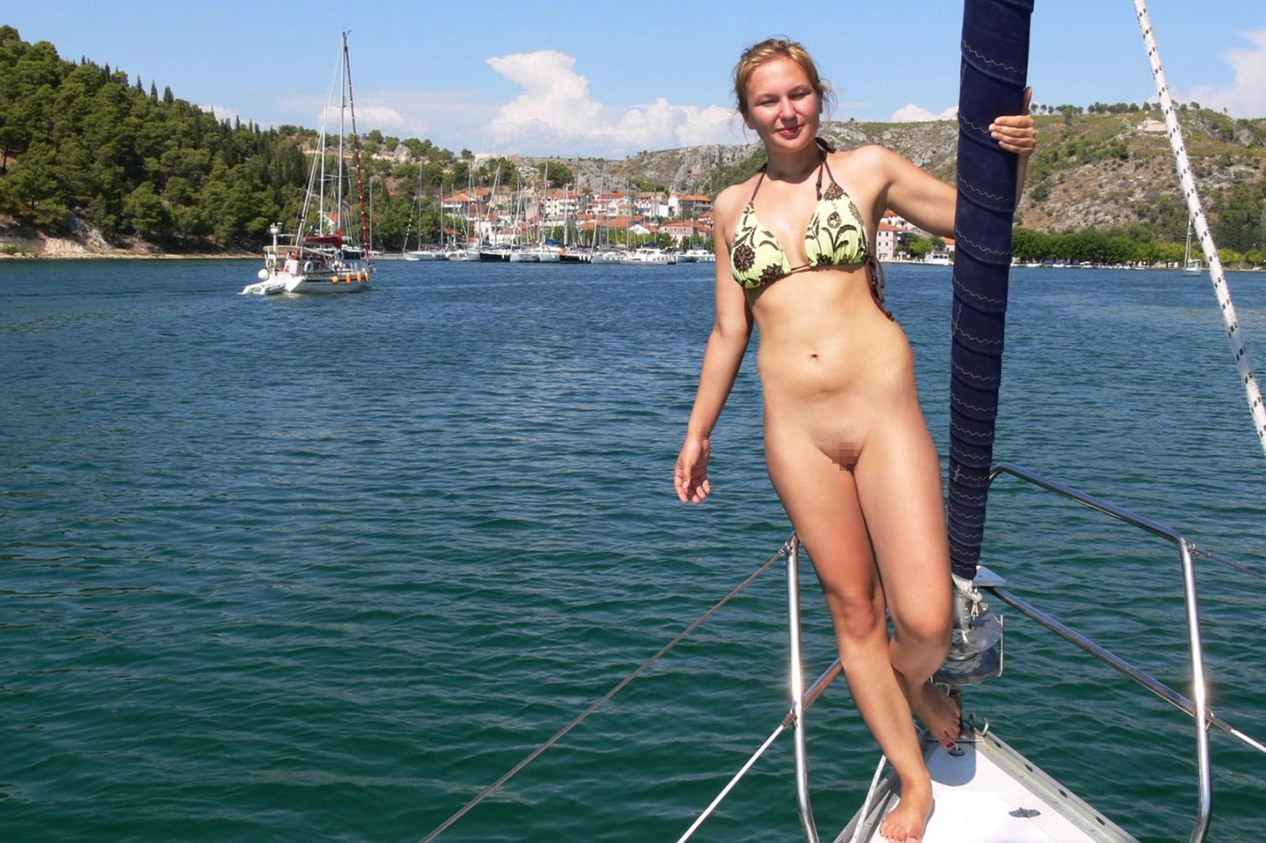 ビーチで水着のパンツを忘れたマンコさん、諦めて全力で遊ぶ好プレイwwwwwwwwwwwwwwwwwwwwwww(画像あり)・15枚目