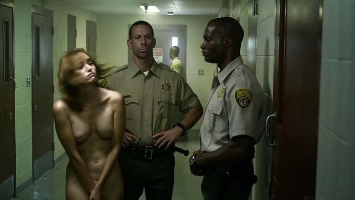 【生き地獄】海外の女性刑務所で囚人がモノ扱いされてる現場、、、壮絶だけどエロ杉内?(画像)・16枚目