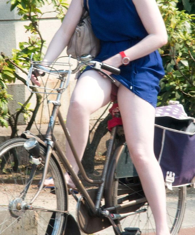 ミニスカ自転車まんさん、、きちんと心の準備をしていた。(画像)・15枚目