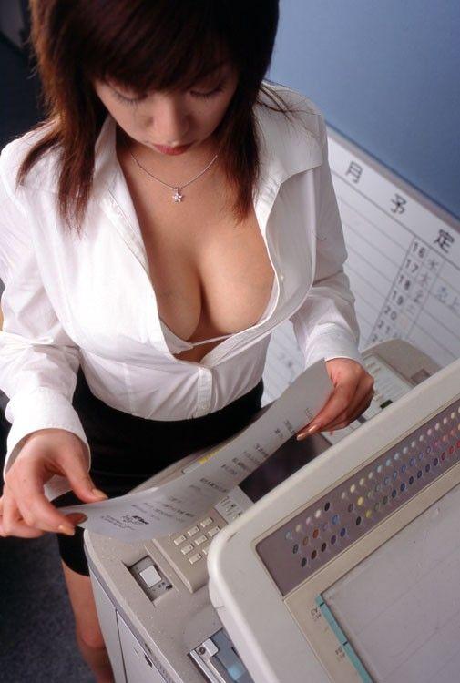 【やりすぎ注意】上司「明日からクールビズで!」女性社員「はーい!」→とんでもない事にwwwwwwwwwwww(画像あり)・10枚目