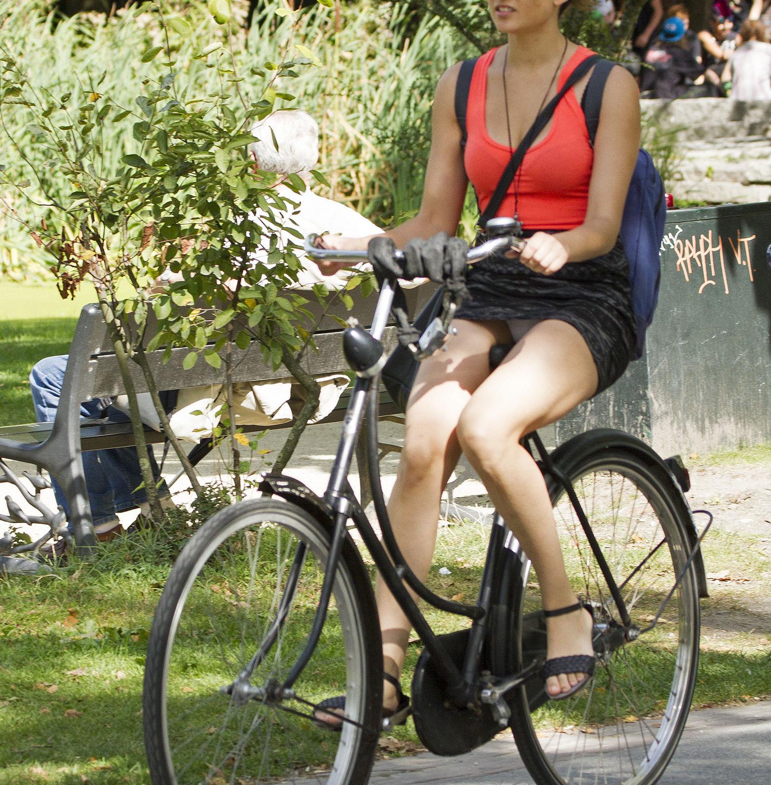 ミニスカ自転車まんさん、、きちんと心の準備をしていた。(画像)・22枚目