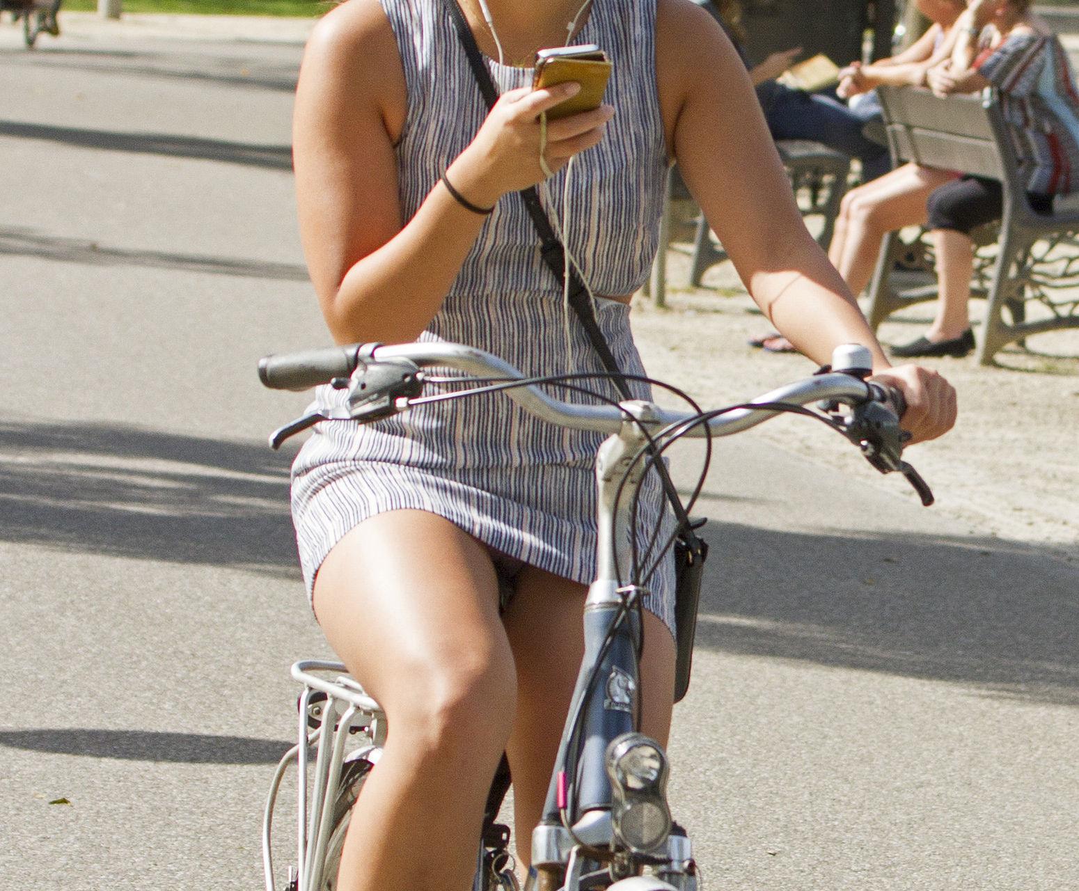 ミニスカ自転車まんさん、、きちんと心の準備をしていた。(画像)・26枚目