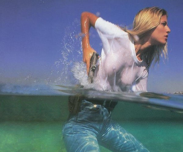 【透け乳注意】濡れるとわかっていて白Tシャツを着て来るノーブラ女子、有能(you know)wwwwwwwwwwwwww(画像あり)・28枚目