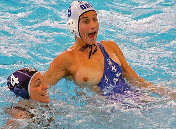 【やったぜ!】女子スポーツ選手が競技中におっぱいポロリハプニングした結果wwwwwwwwwwwwwwwww(画像あり)・2枚目
