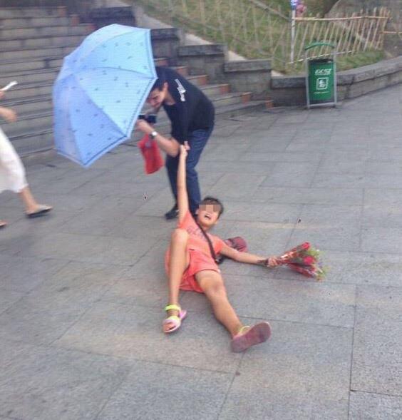 中国の売り子少女の迫り方。。。(画像あり)・3枚目