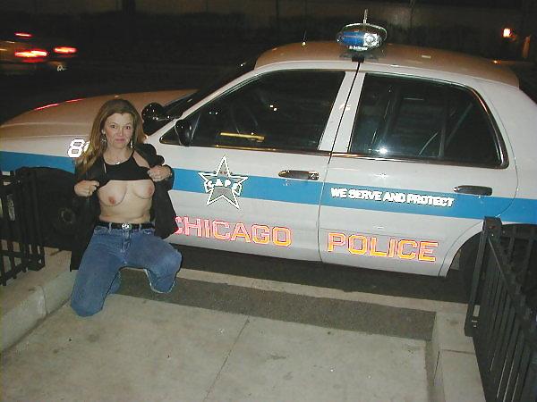 【露出エロ画像】警察に捕まったまんさん「どうしよう・・・せや!脱いで許してもろたろ!!!」(画像あり)・11枚目
