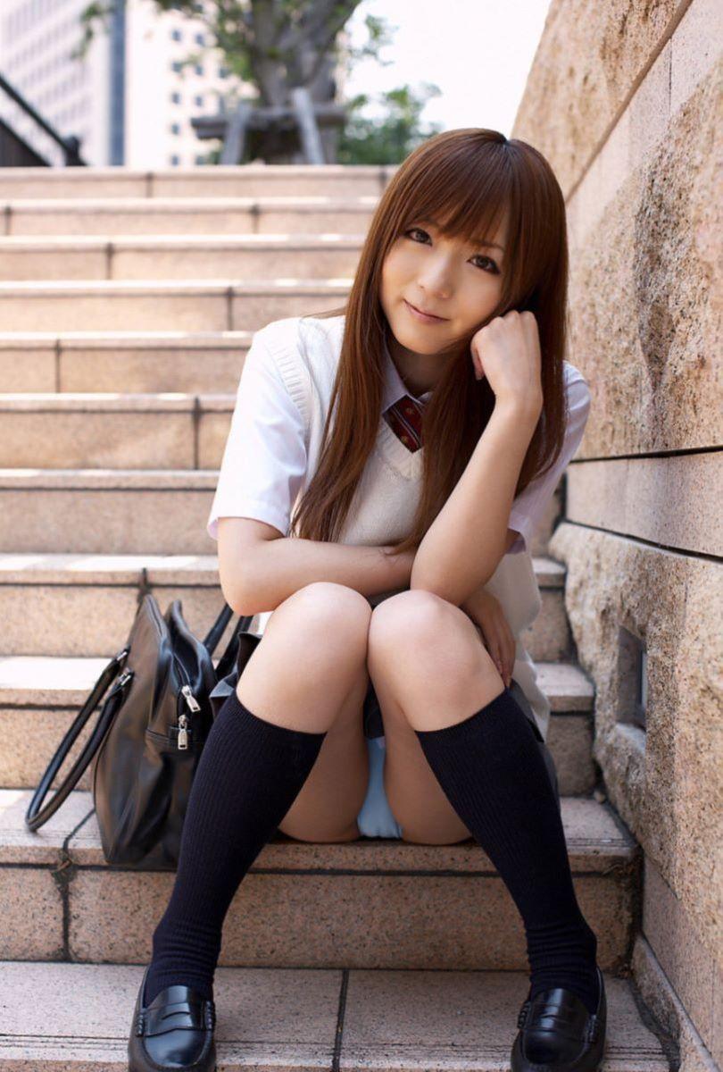 【食い込み注意】モザイク慣れした日本人、モロ出しより興奮するのがこういう着衣モリマンコらしい。(画像あり)・16枚目