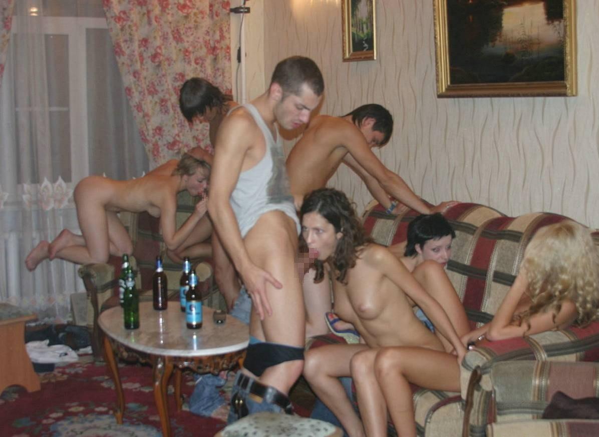 Студентками Виснут На Хате Любительская Съемка Пьяные