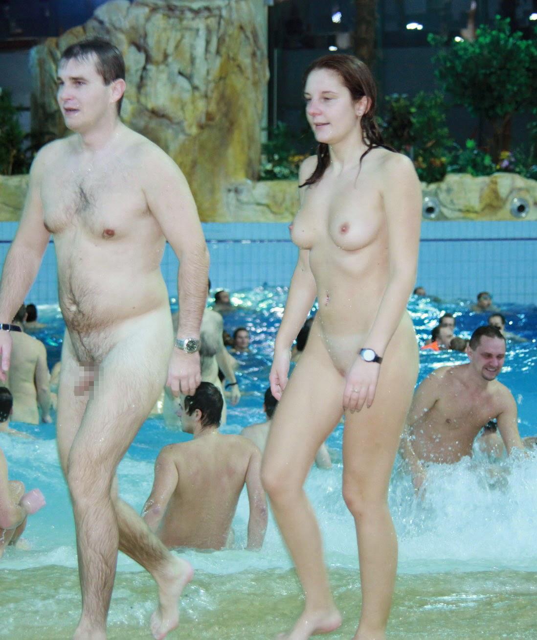 【エロ画像注意】原則全裸のリゾートホテルのプールがあるという事実。全裸ウォータースライダーで草。・7枚目