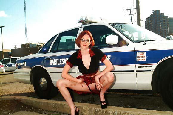 【露出エロ画像】警察に捕まったまんさん「どうしよう・・・せや!脱いで許してもろたろ!!!」(画像あり)・8枚目