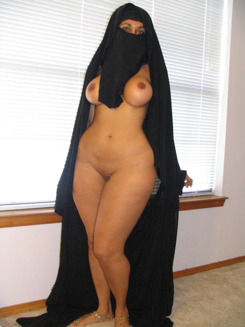 【エロ画像】特定されたら「死刑確定」ハイリスクすぎるイスラム教徒のエロ自撮り画像をご覧下さい。(画像30枚)・1枚目