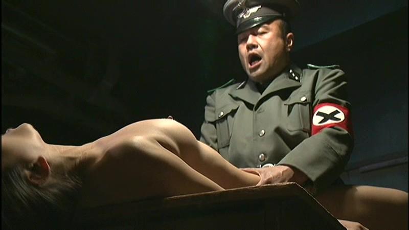 【胸糞注意】兵士が現地民をレイプしてる画像貼ってく。(画像16枚)・10枚目