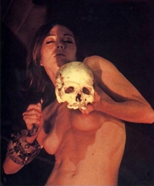 【トラウマ注意】女を生贄にする海外のガチ儀式がマジで足が震えるレベルな件・・・(画像27枚)・12枚目