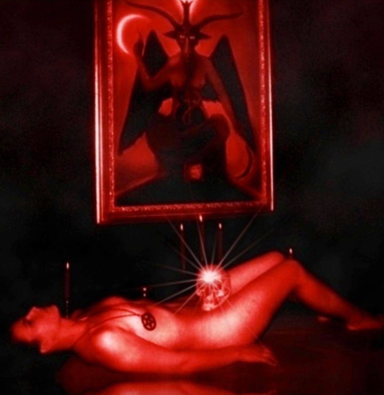 【トラウマ注意】女を生贄にする海外のガチ儀式がマジで足が震えるレベルな件・・・(画像27枚)・13枚目
