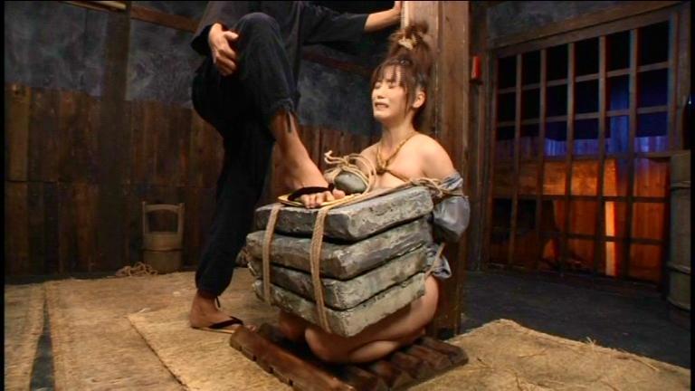 「石抱」とかいう江戸時代に行われていた拷問方法・・・(画像19枚)・13枚目