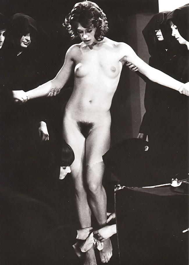【トラウマ注意】女を生贄にする海外のガチ儀式がマジで足が震えるレベルな件・・・(画像27枚)・18枚目