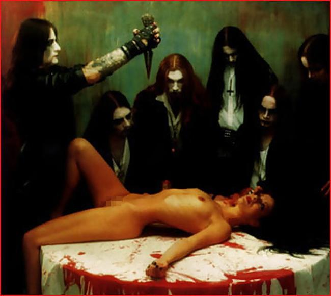【トラウマ注意】女を生贄にする海外のガチ儀式がマジで足が震えるレベルな件・・・(画像27枚)・20枚目