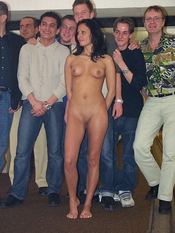 【エロ画像】街で出くわした露出狂まんさんと一緒に記念撮影した結果wwwwwwwwwwwwwwwww・21枚目